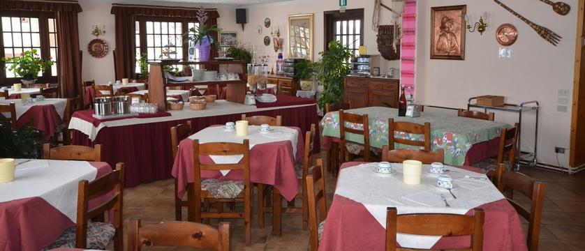 italy_cervinia_hotel-breithorn_breakfast-room.jpg